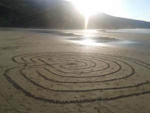 Laberinto en playa de Torimbia